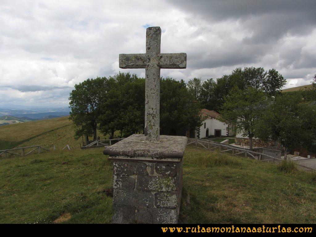 Ruta Cangas - Acebo: Cruz en el santuario del Acebo