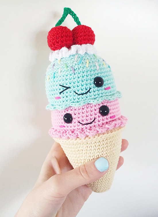 Crochet ice cream, crochet pattern. Crochet pattern and photo by SuperCuteDesign