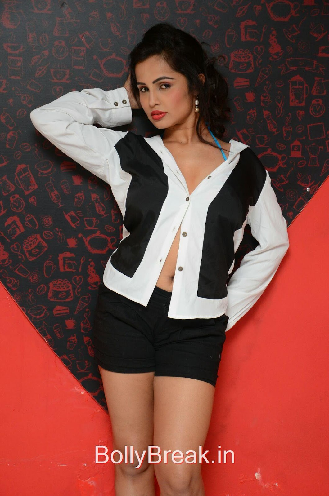Hashika Dutt Pics, Hot HD Images of Hashika Dutt Phtoshoot in Black and White Top