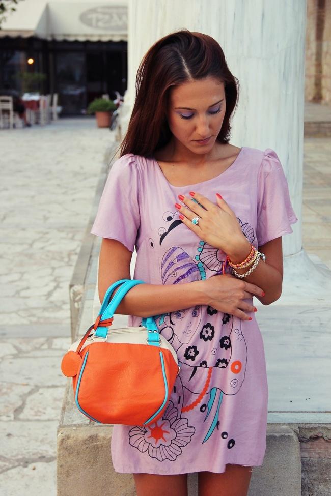 pastelno lila mini haljina sa kratkim rukavima i printom