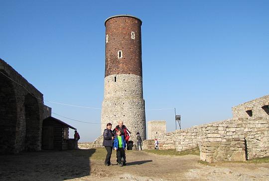 Na dziedzińcu zamku górnego