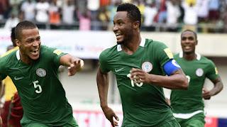 فيديو : نيجيريا أول منتخب أفريقي يتأهل إلى روسيا 2018 بعد فوزها على زمبيا بهدف نظيف