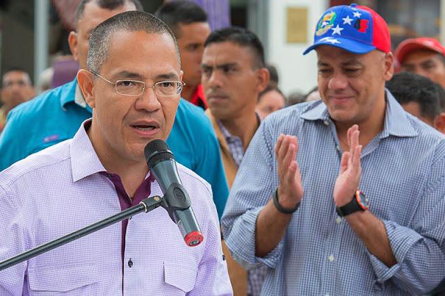 ¡ULTIMÁTUM! Ernesto Villegas a los venezolanos: Aquí se está con Maduro o con Trump y los marines