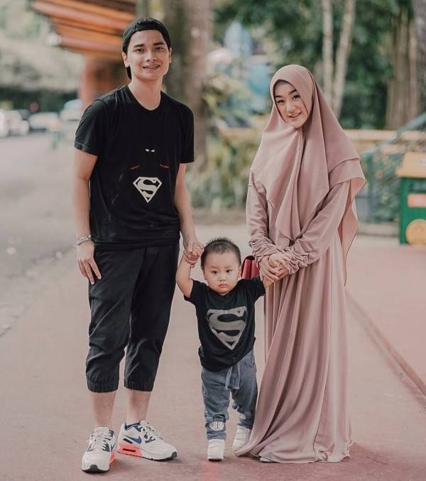 9 Artis Indonesia Yang Jadi Ayah Di Usia Muda Idaman Banget Super Viral 7