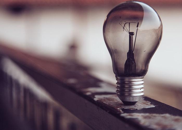 lampada representando uma ideia para ganhar dinheiro