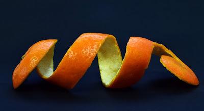 Cara memutihkan kulit wajah dengan kulit jeruk