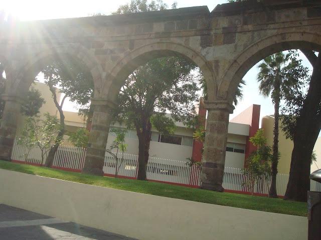 sancarlosfortin: arcos enfrente de glorieta de plaza de la