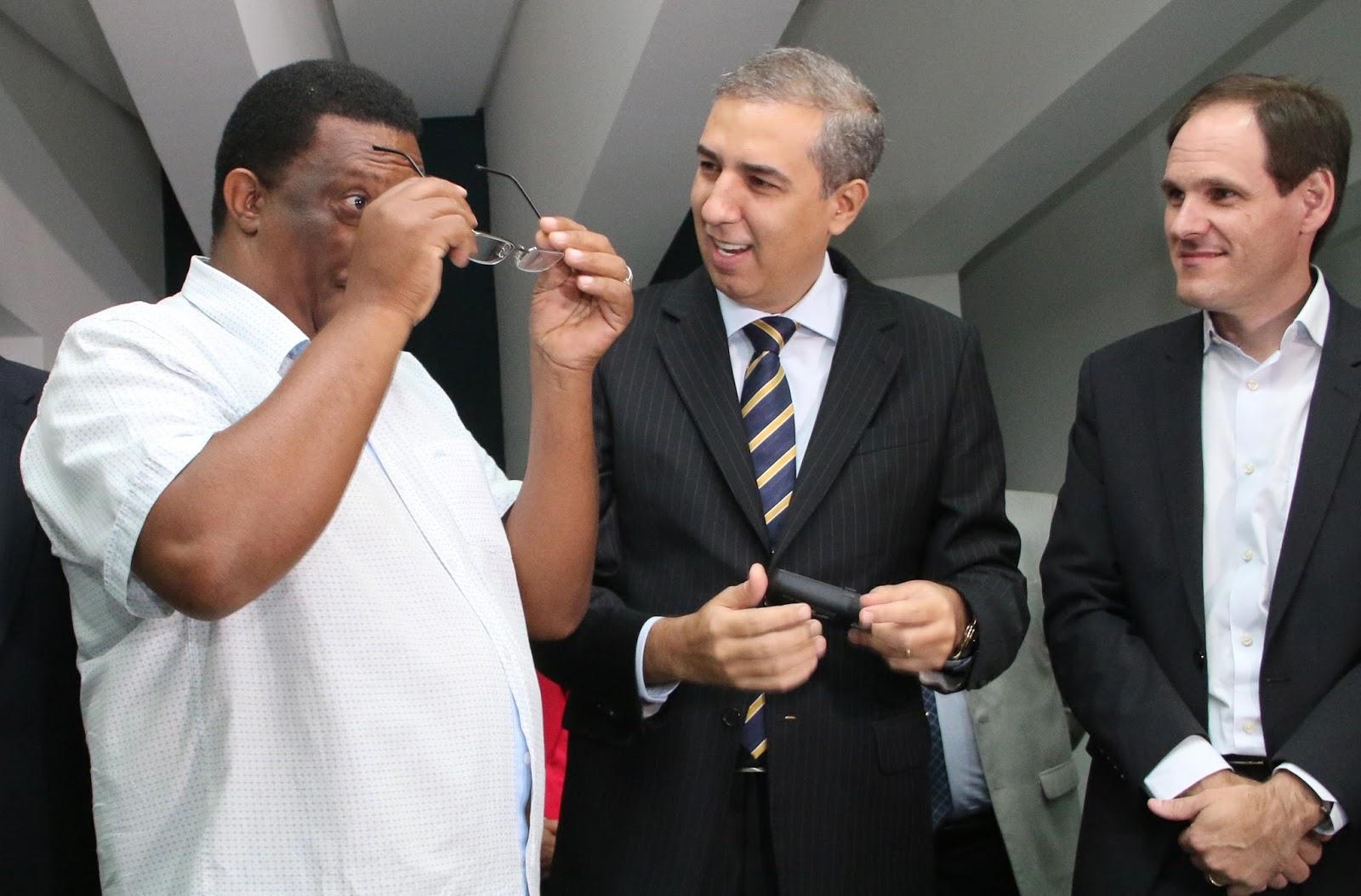 Governo de Goiás entrega 8 mil óculos à população f30234ac46