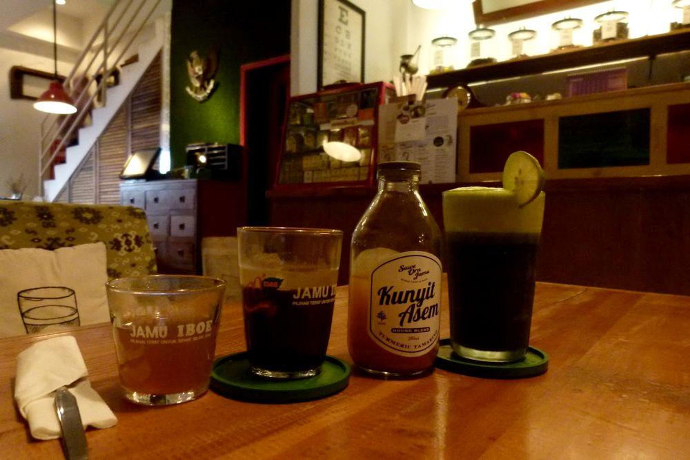 Kafe Modern dengan Minuman Tradisional (tikasika.blogspot.com)