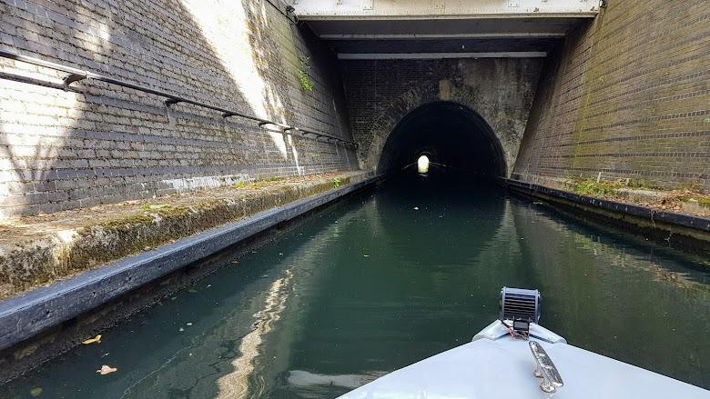 準備進入長隧道內