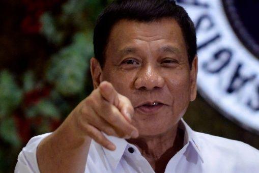 Duterte amenaza con lanzar desde un helicóptero a corruptos