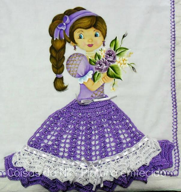 pintura de boneca com trança e saia de croche lilas