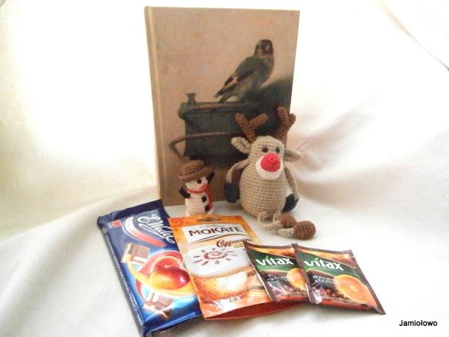 prezenty i  wędrująca książka