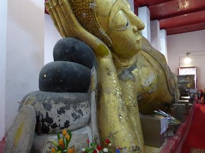 Buda Reclinado, Wat Thammikarat, Ayuttayah, Tailandia, La vuelta al mundo de Asun y Ricardo, vuelta al mundo, round the world, mundoporlibre.com