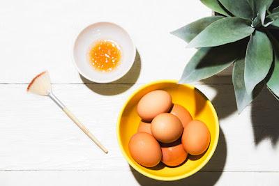 Cách làm đẹp da mặt bằng trứng gà và mật ong