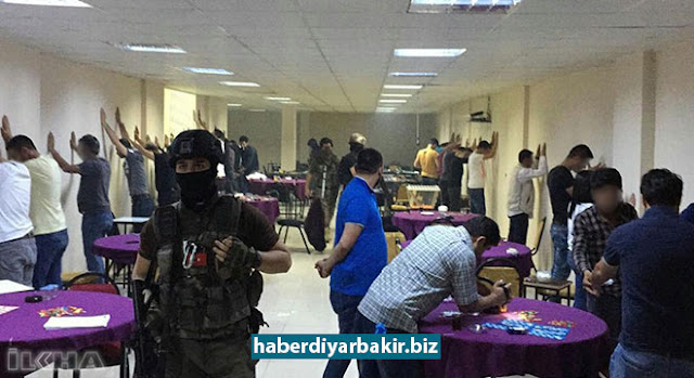 """DİYARBAKIR-Türkiye genelinde düzenlenen """"Huzur Ramazan 2"""" operasyonu kapsamında Diyarbakır'da, kumar ile tombala oynayan ve oynatanlara yönelik denetimlerde 12 iş yeri kapatıldı."""