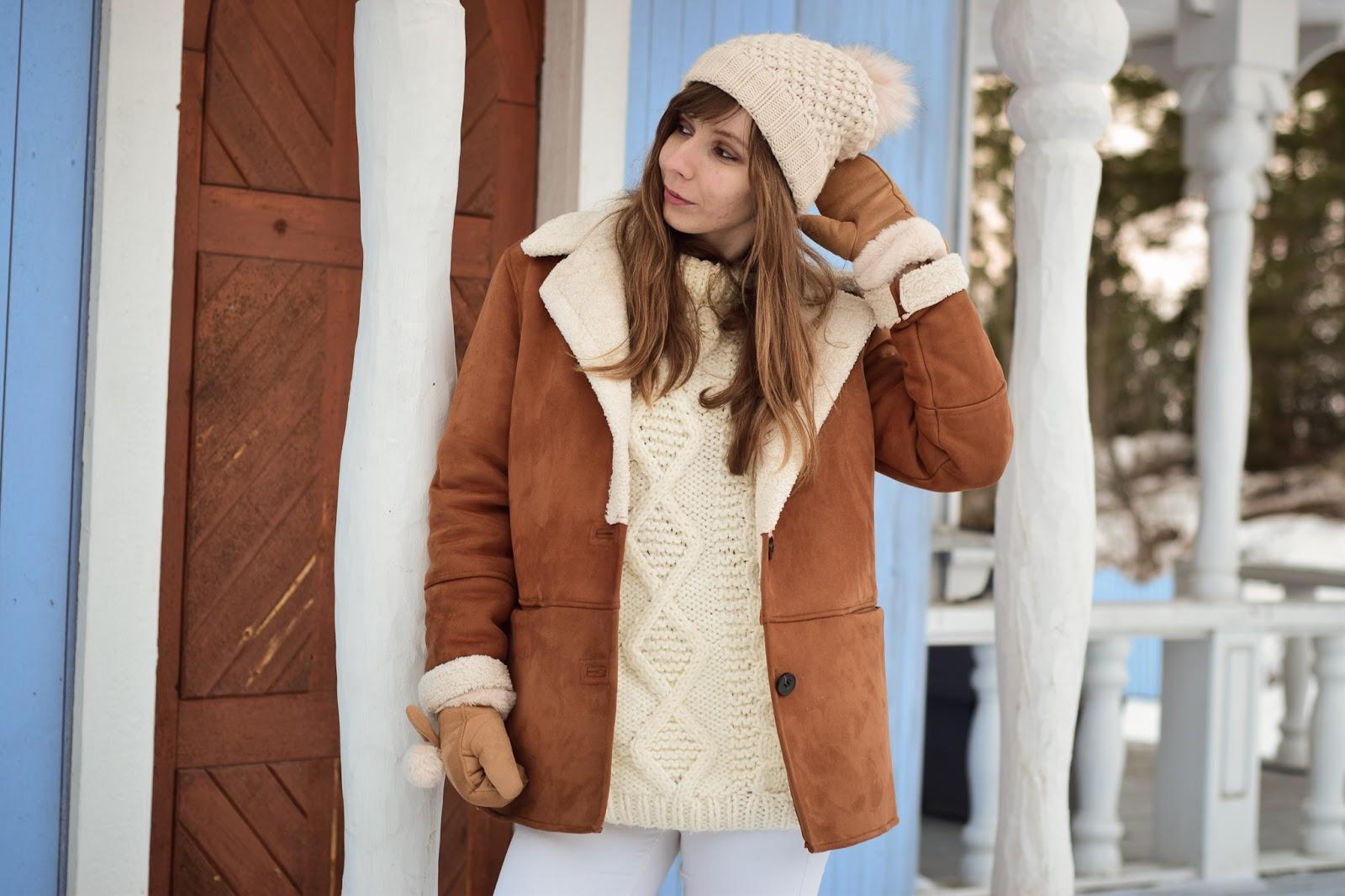 Zimowa stylizacja w jasnych kolorach