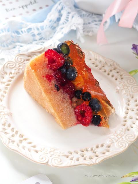 biuszkopt-z-letnimi-owocami