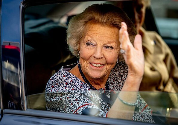 Princess Beatrix attended the national campaign day of the 'Zwaluwen Jeugd Actie' at SV Football Club