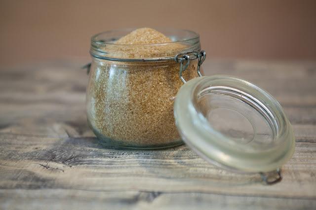 Petua mudah halang semut masuk ke balang gula di rumah anda