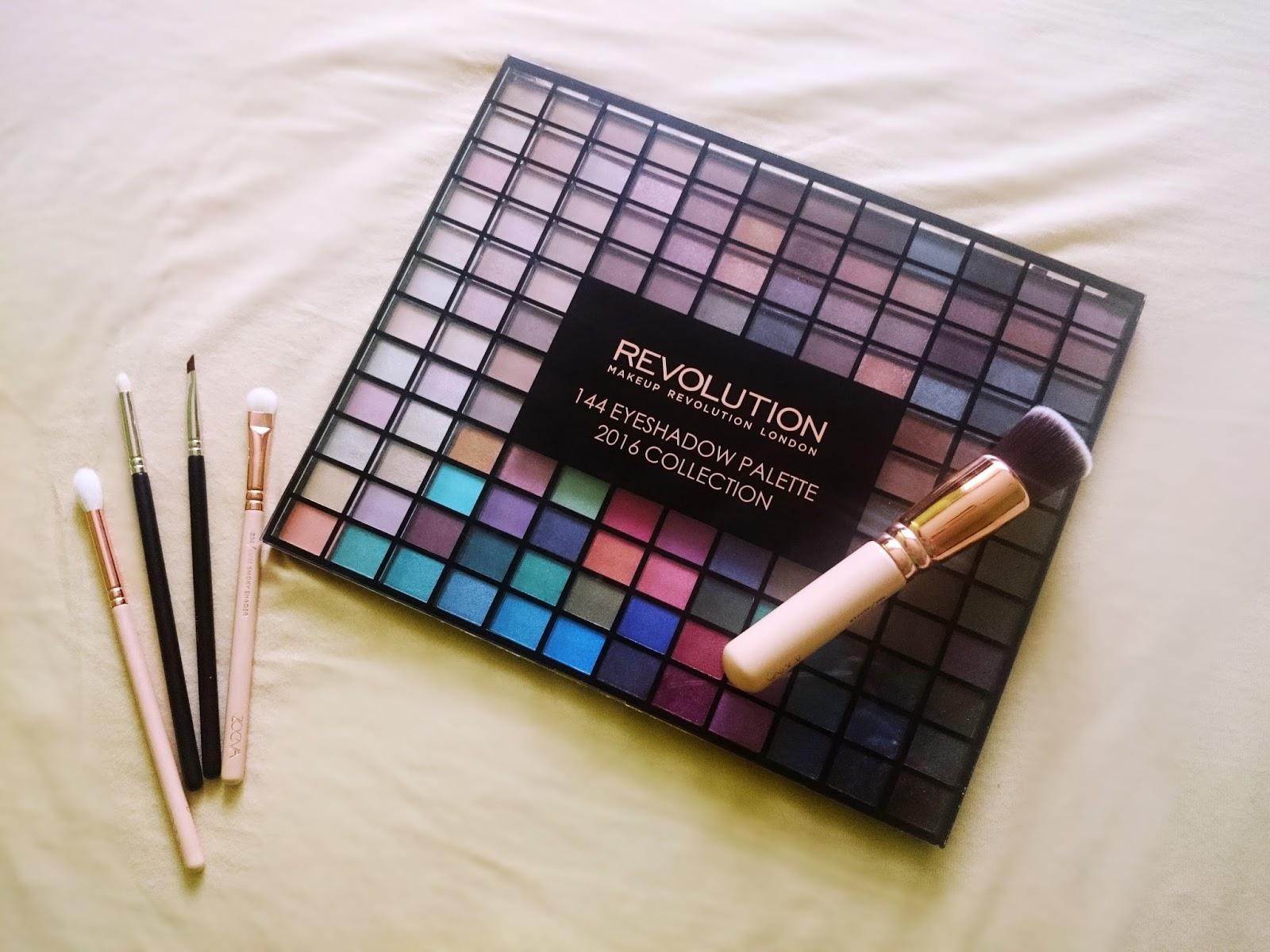 Kolor na pochmurny dzień - 144 Eyeshadow Palette Makeup Revolution