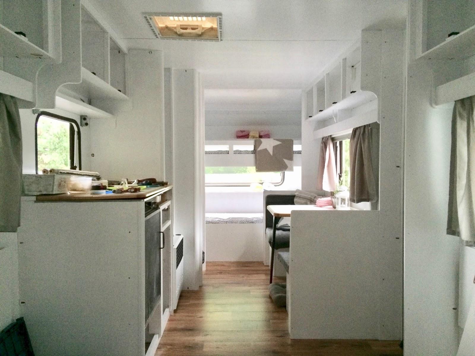 Wohnwagen Renovieren glücksfeder weiße nägel mit köpfen so haben wir unseren wohnwagen