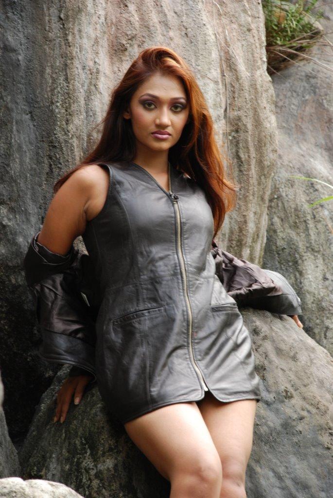 Sri Lankan Hot Girls Binu Priyanka Sexy Photos