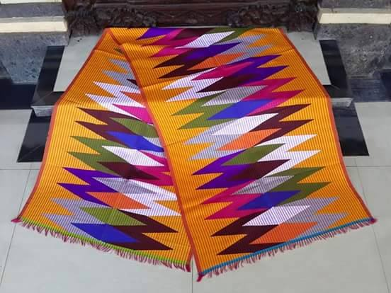 Kain rangrang berasal dari nusa penida kain ini bisa juga di gunakan untuk  pria agar serasi saat pergi ke acara bersama istri atau pacar harganya yang  murah ... 8158585424