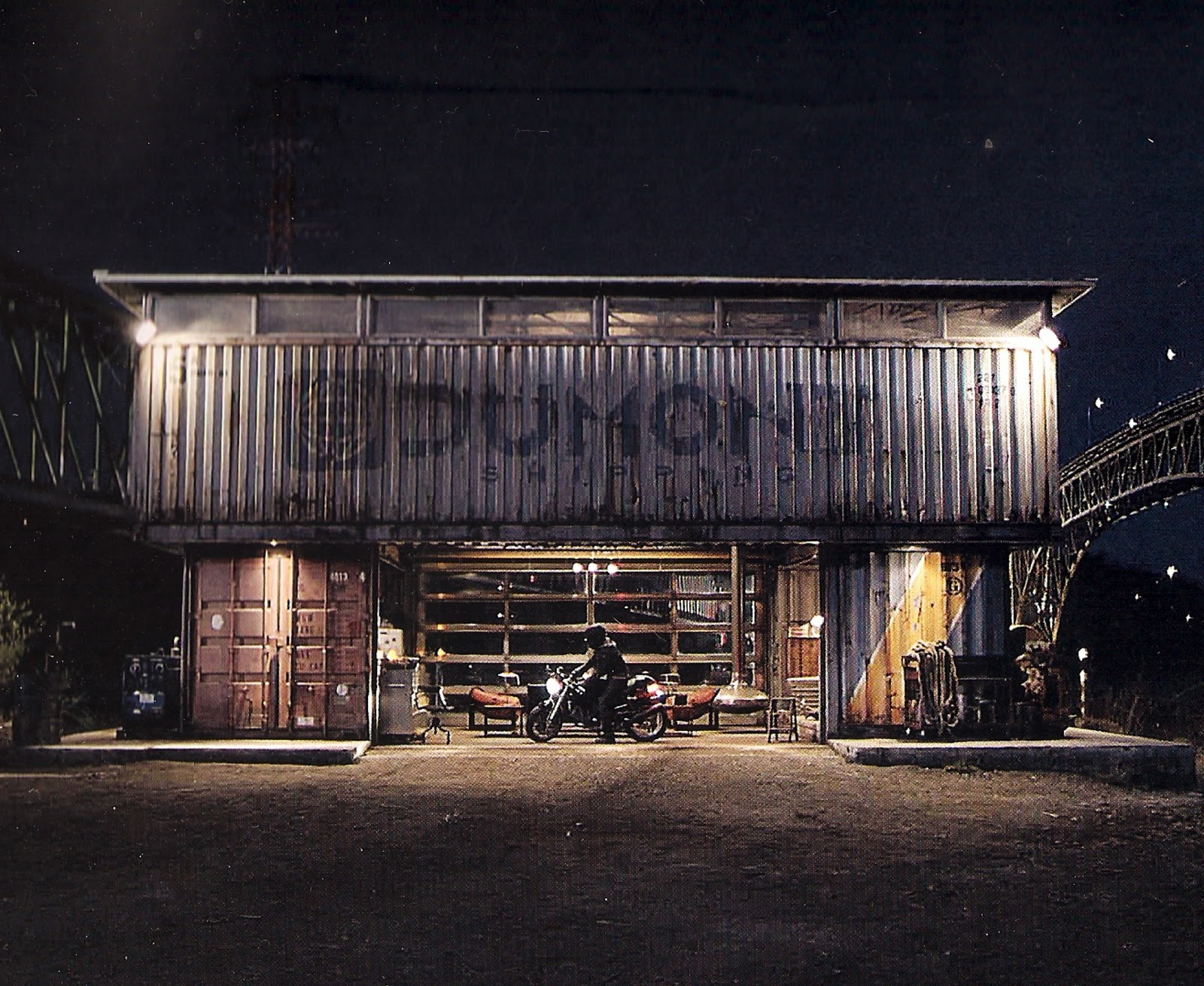 Paradis Express Sam S Container House In Tron Legacy Movie