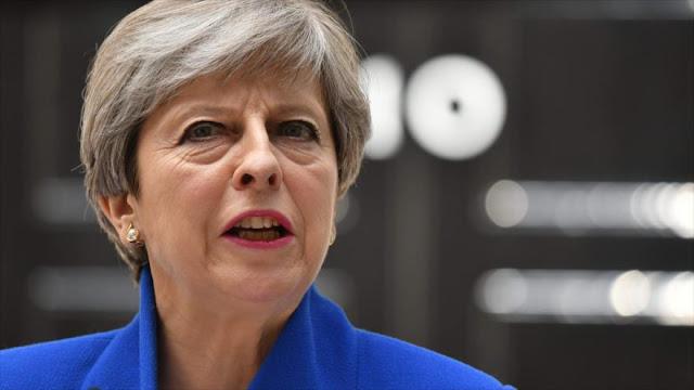 May ignora llamados a dimisión y dice que formará Gobierno