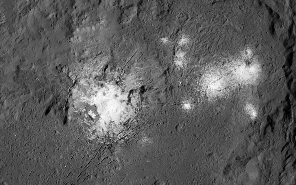 Manchas brillantes en Ceres vistas de cerca.