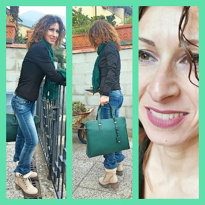 Modella con accessori che completano l'outfit verde