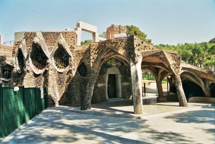 Cripta della Colonia Güell