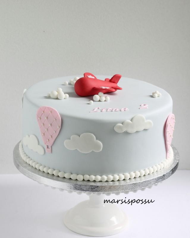 Lentokoneaiheinen kakku 2-vuotissynttäreille