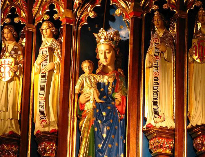 Altar de Nossa Senhora na catedral de Leeds, Inglaterra