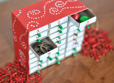 http://liveseasoned.com/diy-advent-calendar/