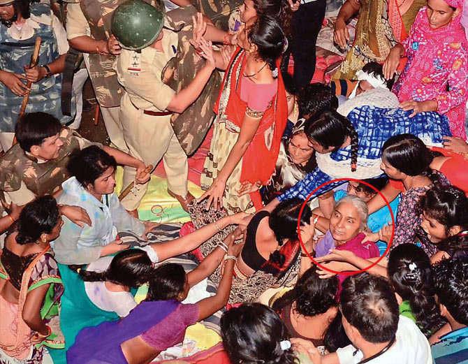 मोदी को गुजरात चुनाव जिताने के लिए शिवराज सिंह हमारी बलि देने को तत्पर