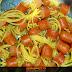 Macarronicha: macarrão espetado na salsicha