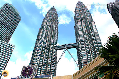 Petronas Twin Towers view from KLCC Park, Suriya Mall. Best places to visit in Kuala Lumpur in two days, NBAM blog