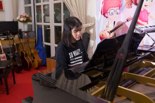 Học viên Piano trường nhạc SMS