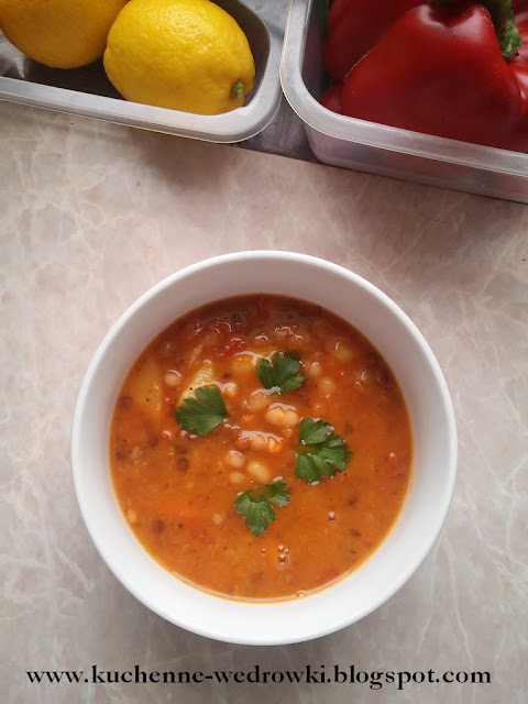 Bean and lentil soup with tomato