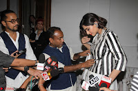 Sonam Kapoor Soha Ali Khan Konkona Sharma at Raw Mango store launch March 2017 009.JPG