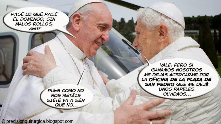 Viñeta Humor Papas Francisco I contra Benedicto XVI