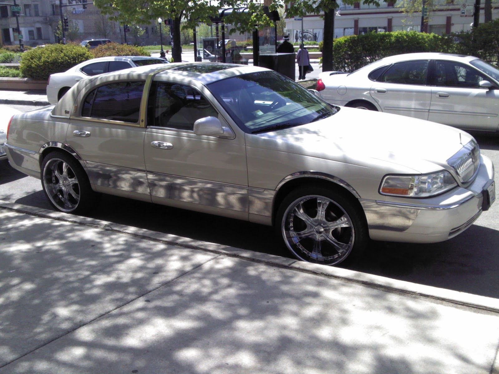 Out In The Streetz Customized Lincoln Town Car