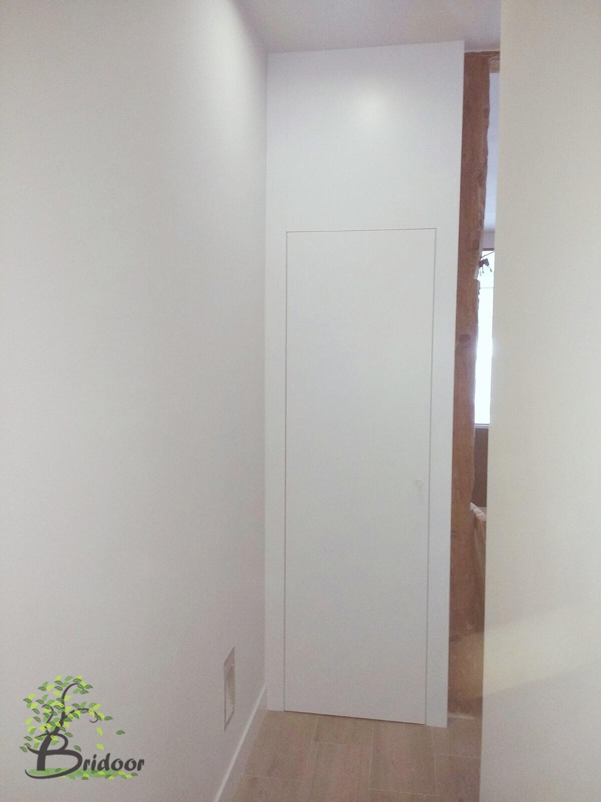 Bridoor s l vivienda lacada con puertas y armarios en c - Puertas hasta el techo ...