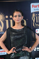 Akshara Haasan in Shining Gown at IIFA Utsavam Awards 2017  Day 2 at  11.JPG