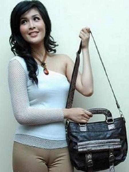 Image Result For Foto Bugil Artis Dewi Sandra