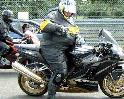grappigste foto's: dikzak op de motor