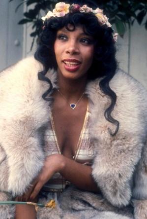 Foto de Donna Summer con abrigo