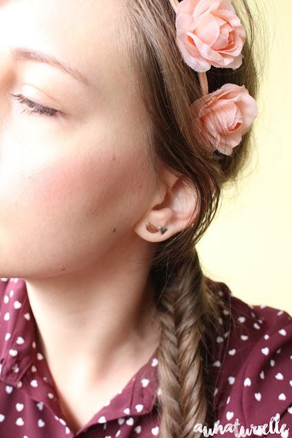 coiffure femme cheveux long headband à fleurs